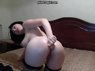 Solo angel enjoys anal billingsgate with toys