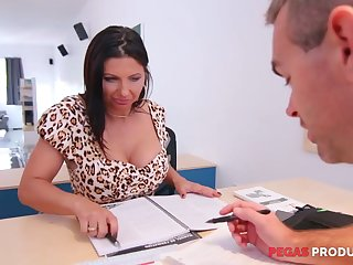 Tantalizing cleavage of seductive lady boss Missy Gold drives him crazy
