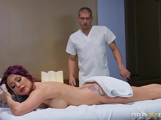 Monique Alexander got surprised with a ID and sex by her masseur