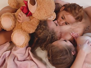 Hot sapphist threesome in dirty anal sex scenes