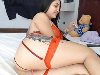 Latina Fucks Her Ass On Cam