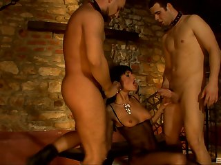 Kinky MMF threesome with double regions be beneficial to Sarah Twain