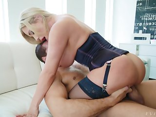 Brilliant pain in the neck fuck for oversexed enchantress Savannah Bond