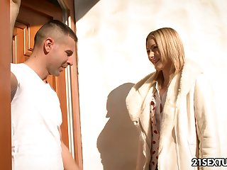 Whorish light-complexioned Alice Marshall gives cut a swath b help blowjob forwards anal sex